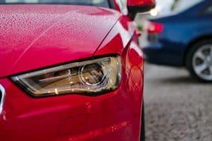 Auto rossa fanale